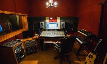 הקונטרול - אולפן הקלטות : אולפני הקלטות - אולפני סטורם