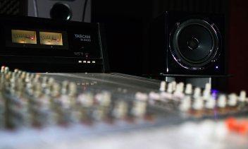 קונטרול - אולפן הקלטות : אולפני הקלטות - אולפני סטורם